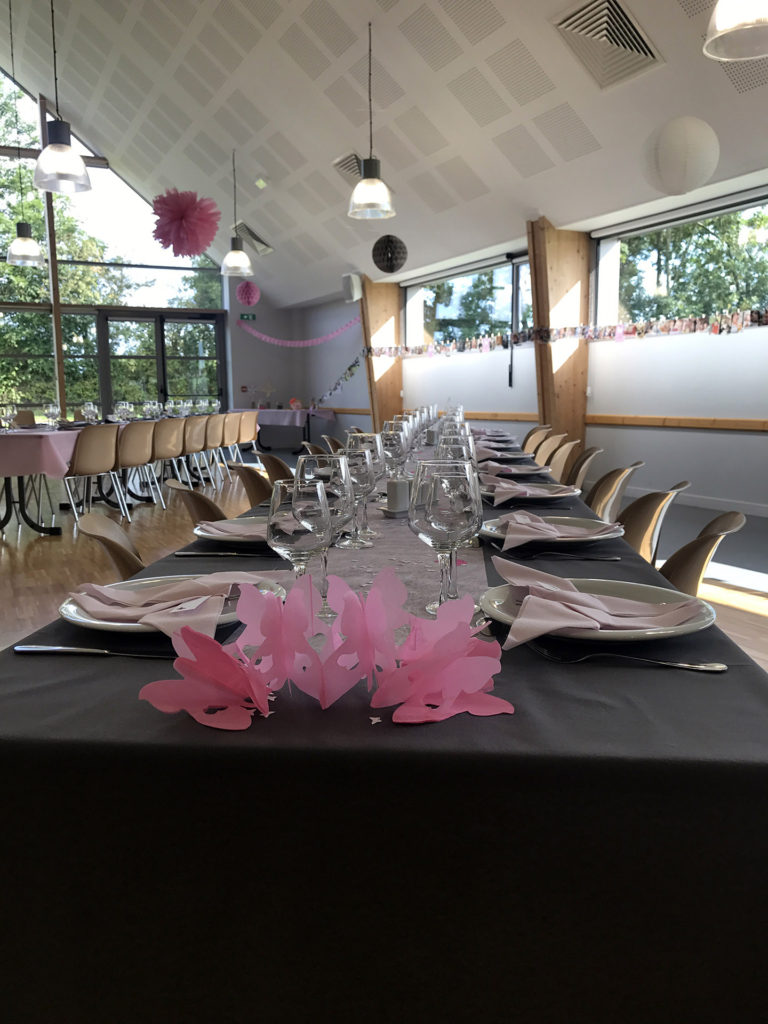 location-salle-reception-soiree-fetes-isigny-osmanville-calvados-manche-vaisselle-table-mariage-bapteme-communion