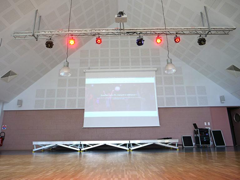 location-sonorisation-sono-jeux-lumiere-salle-fete-osmanville-normandie-manche-calvados-saint-lo-bayeux-videoprojecteur-ecran