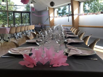 location-salle-reception-soiree-fetes-isigny-osmanville-calvados-manche-vaisselle-table-mariage-bapteme-communion